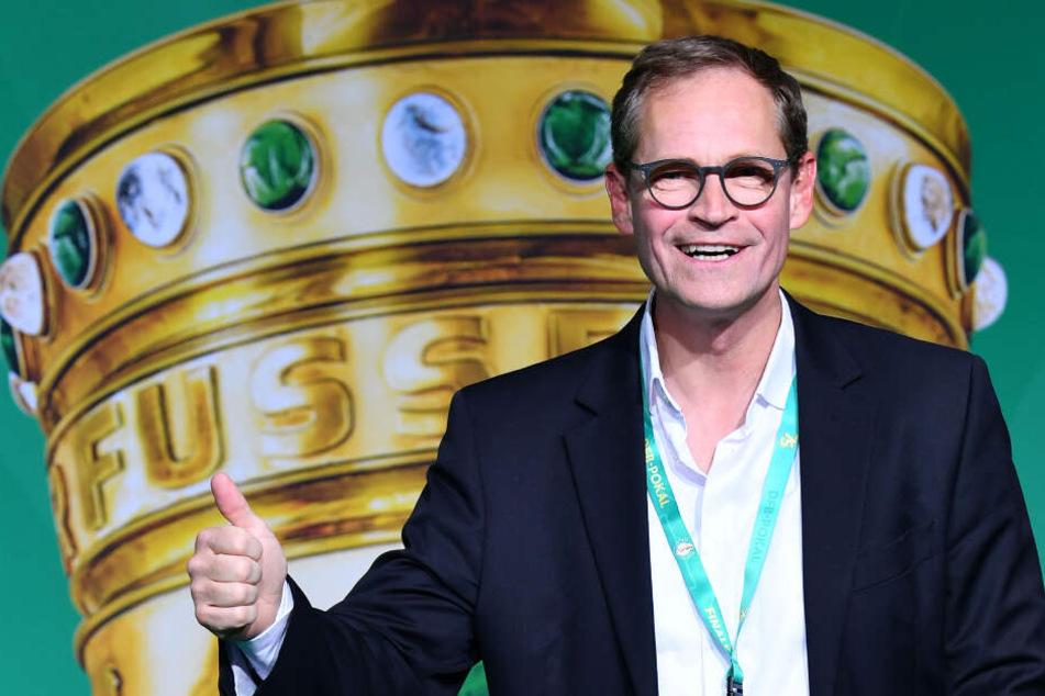 Michael Müller leistet den Himmelblauen Unterstützung.
