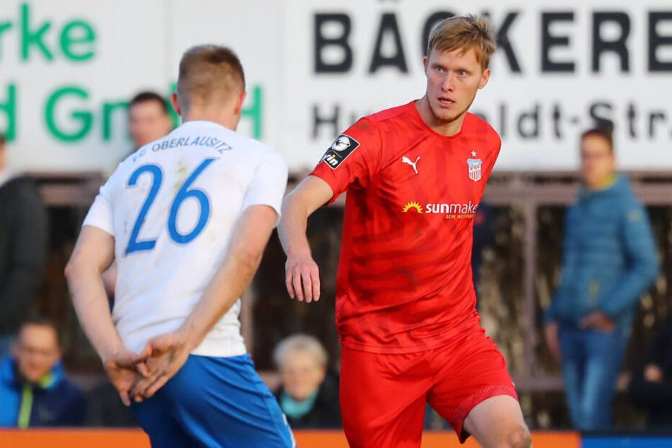 Gerrit Wegkamp (r., gegen den Neugersdorfer Max Fröhlich) fällt noch bis mindestens Ende März aus.