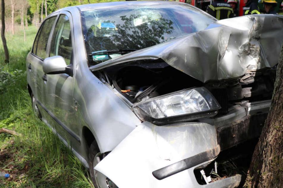 Heftiger Frontal-Crash bei Perleberg: Fahrerin verletzt sich schwer!