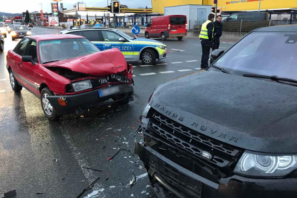 Der Audi wurde bei dem Unfall komplett zerstört.