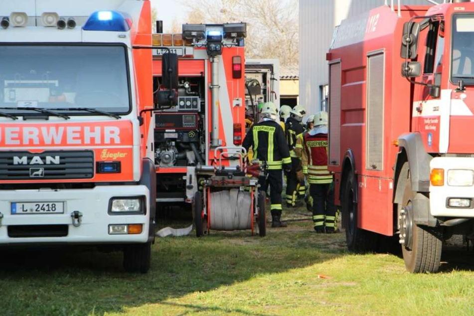 Feuerwehr-Großaufgebot rückt zu Firmenbrand in Leipzig aus