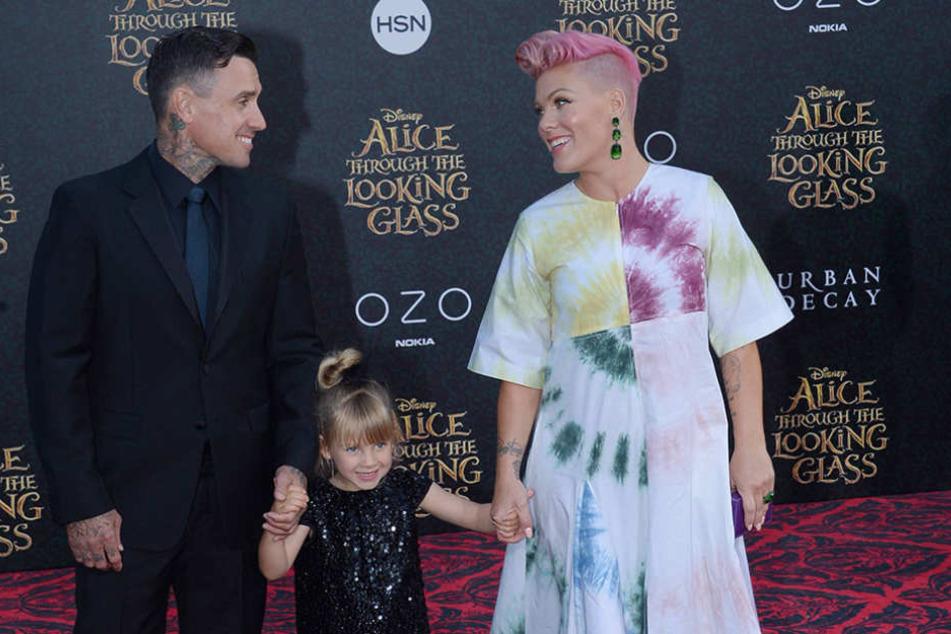Die Sängerin mit ihrem Ehemann Carey Hart und Tochter Willow Sage.
