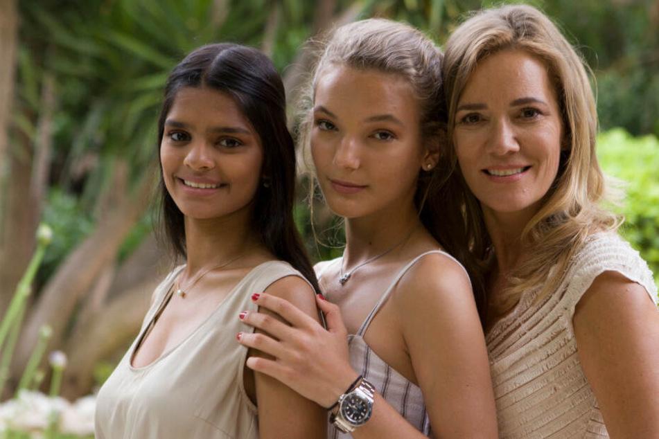 Nisha (19), Nicita (14) und Mama Jessica (52) - für die Stockmanns geht es bald nach Berlin.