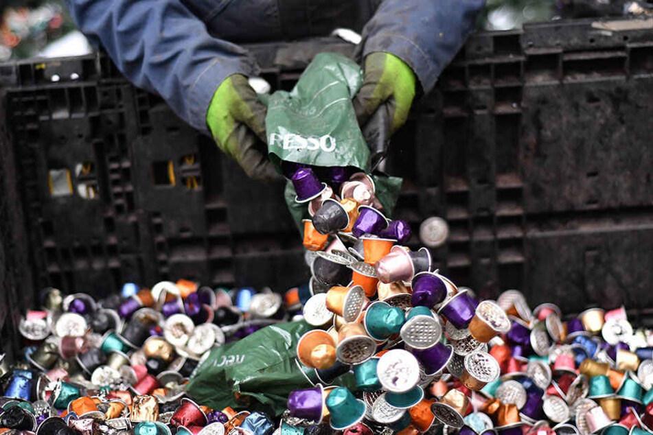 Herkömmliche Kaffeekapseln produzieren eine gigantische Menge Müll.