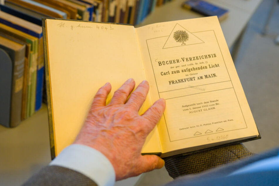 203 Werke der Freimaurer-Literatur wurden am Mittwochvormittag wieder zurück gegeben. (Symbolbild)