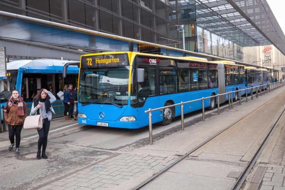 Bis jetzt fahren hier nur Busse: Der Bahnsteig 8 wird zum Bahngleis  umgebaut.
