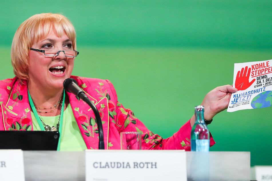 Claudia Roth 2018 auf dem Podium der 43. Bundesdelegiertenkonferenz von Bündnis 90/Die Grünen.