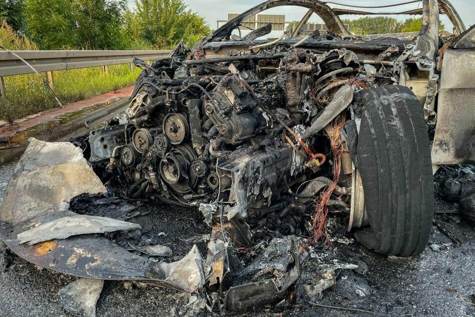 Es grenzt an ein Wunder, dass der Fahrer lebend aus diesem Wrack herauskam.