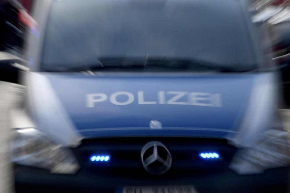 Die Polizei ermittelt wegen Landfriedensbruch. (Symbolbild)