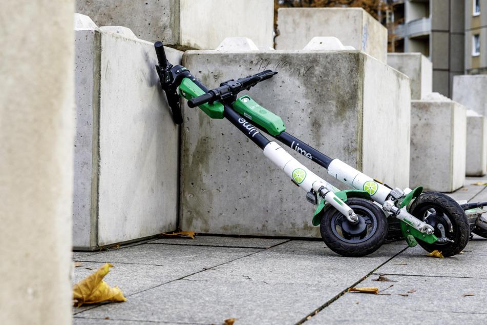 Mit einem E-Roller sollte man nicht auf der Autobahn fahren. (Symbolbild)