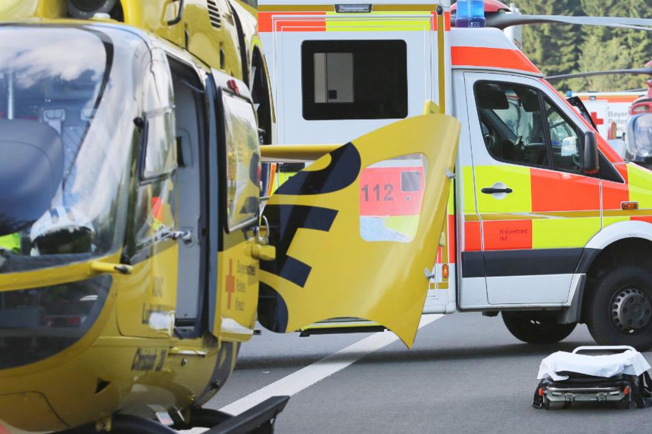Ein Hubschrauber flog den Mann ins Krankenhaus. (Symbolbild)