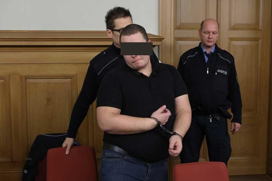 Denny K. (31) sitzt derzeit in U-Haft. Als er mit seinem Vater in Zittau lebte, soll er immer wieder auf den Senior losgegangen sein.