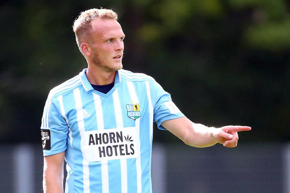 Zufrieden sieht anders aus! Mittelfeldspieler Julius Reinhardt hatte sich von  seiner Rückkehr zum Chemnitzer FC mehr versprochen.