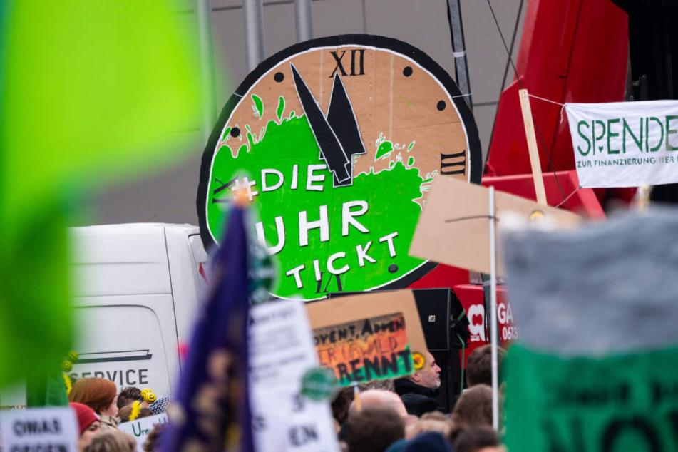 Klima-Aktivisten demonstrieren. (Symbolbild)