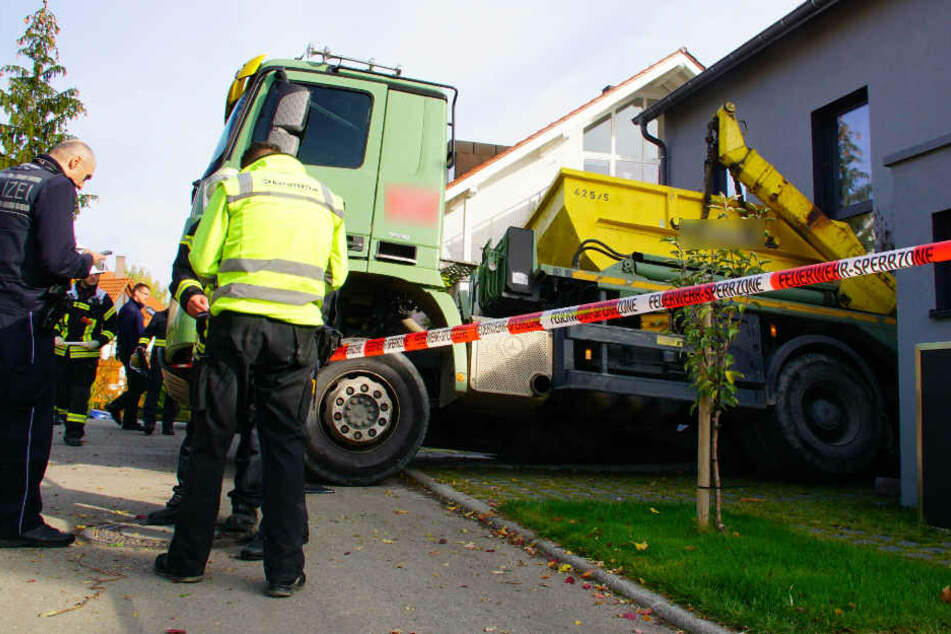 Beamte vor Ort an der Unfallstelle.