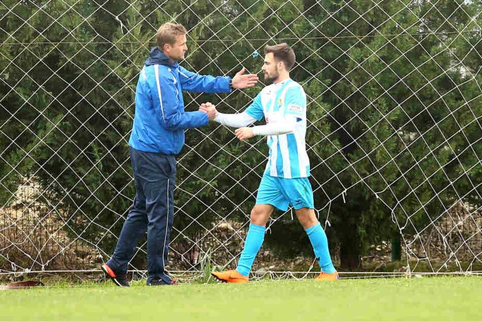CFC-Trainer David Bergner (l.) könnte Neuzugang Liridon Vocaj am Wochenende erstmals bei einem Pflichtspiel in den Kader berufen.