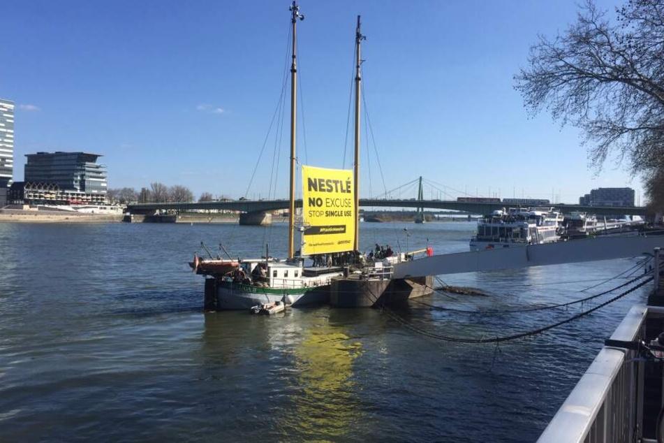 Das Greenpeace Schiff Beluga II in Köln.