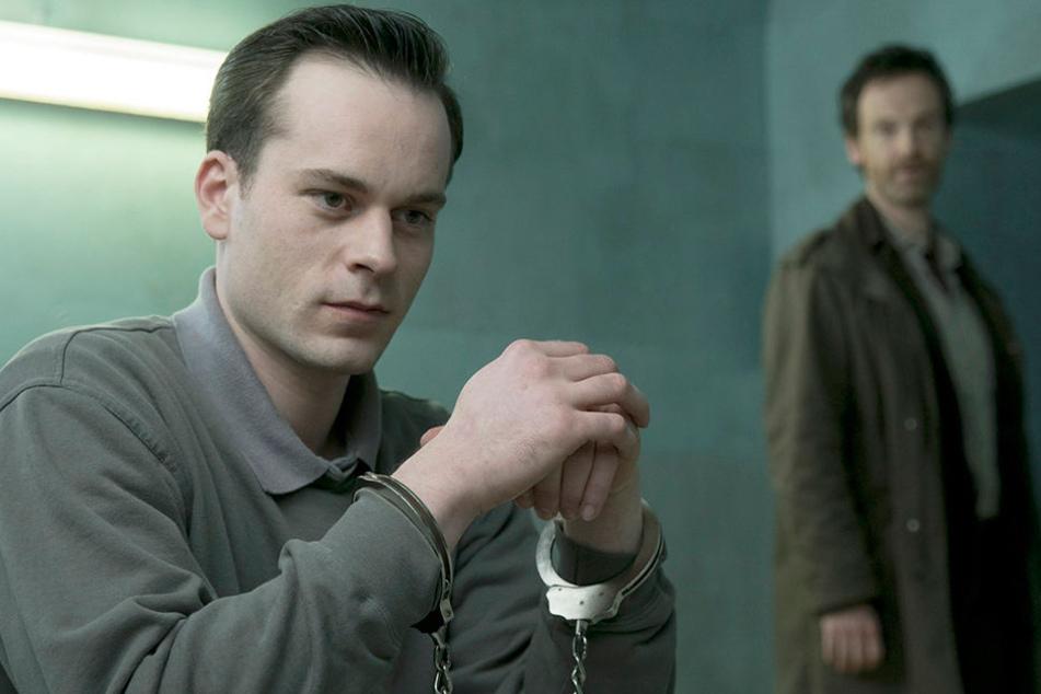 Er ist wieder da: Serienkiller Graf (Florian Bartholomäi, 31) schlägt Erzfeind Faber (Jörg Hartmann, 48) einen Deal vor.