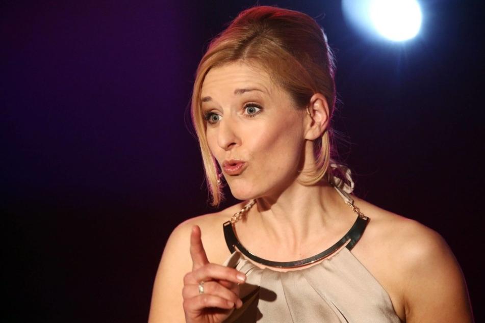 """Sängerin Stefanie Hertel (37) schult um zur Vorleserin und liest aus dem Buch  """"Weg der Einsicht"""" vor."""