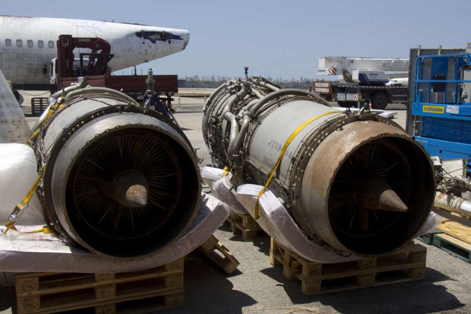 """Zwei Turbinen der vor 40 Jahren von Terroristen entführten früheren Lufthansa-Maschine """"Landshut"""" stehe auf dem Flughafen in Fortaleza (Brasilien)."""