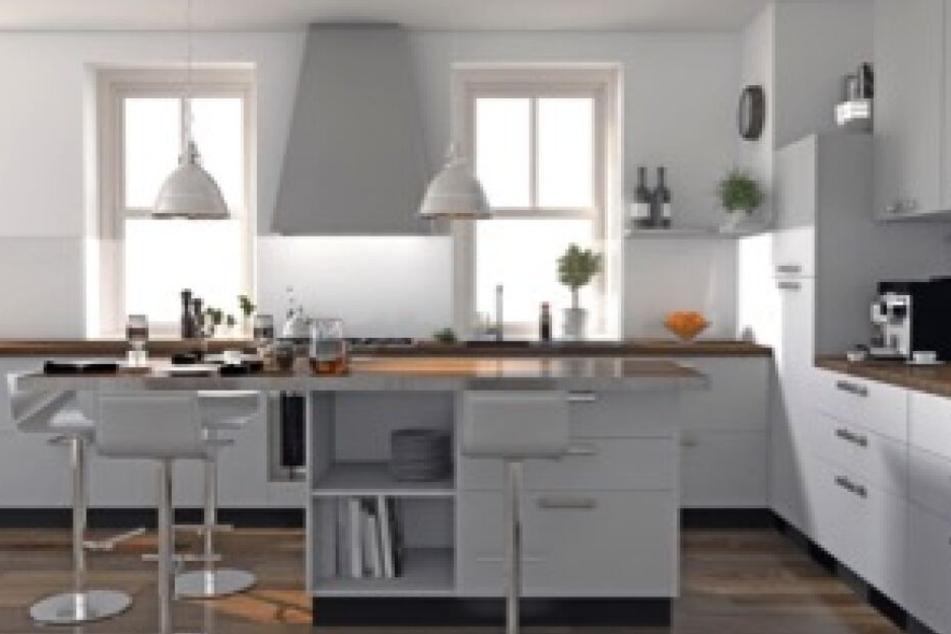 Helle Küchen mit Kochinsel sind zeitlos und bringen viel Licht in die Wohnung.