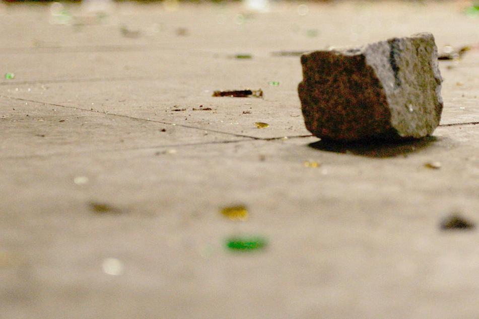 Mit einem Pflasterstein ist ein Gambier in einer Esslinger Asylunterkunft auf einen Landsmann losgegangen. (Symbolfoto)