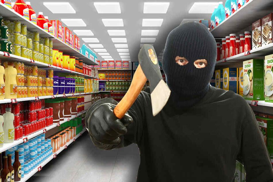 Der riesige Täter überfiel den Supermarkt mit einer Axt. In seiner anderen Hand soll er außerdem eine Schusswaffe gehabt haben. (Symbolbild)