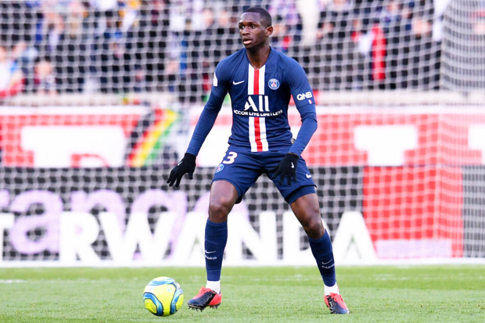 Tanguy Kouassi (18) von Paris Saint-Germain könnte schon bald im Dress des FC Bayern München auf dem Feld stehen.