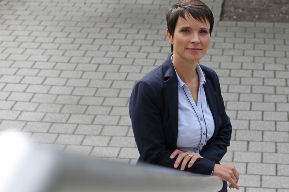 In Dresden geboren: AfD-Chefin Frauke Petry (42). Seit Juli 2015 ist die  Chemikerin zusammen mit Jörg Meuthen (56) Bundessprecherin der  rechtspopulistischen Partei.