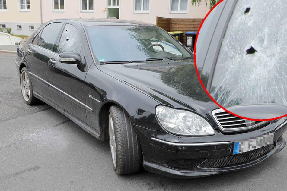 Polizisten schlagen Scheibe ein: Mercedes-Fahrer auf der Flucht gestoppt