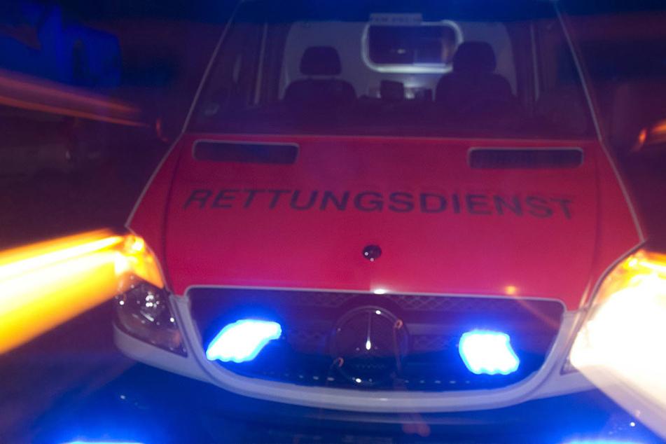Ein Mann verlor die Kontrolle über sein Auto und knallte an einen Strommast.