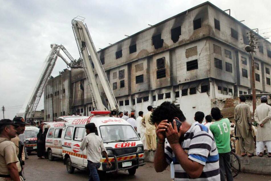Nach schwerem Fabrikbrand mit Hunderten Toten: Gericht lässt erneute Klage gegen Kik nicht zu