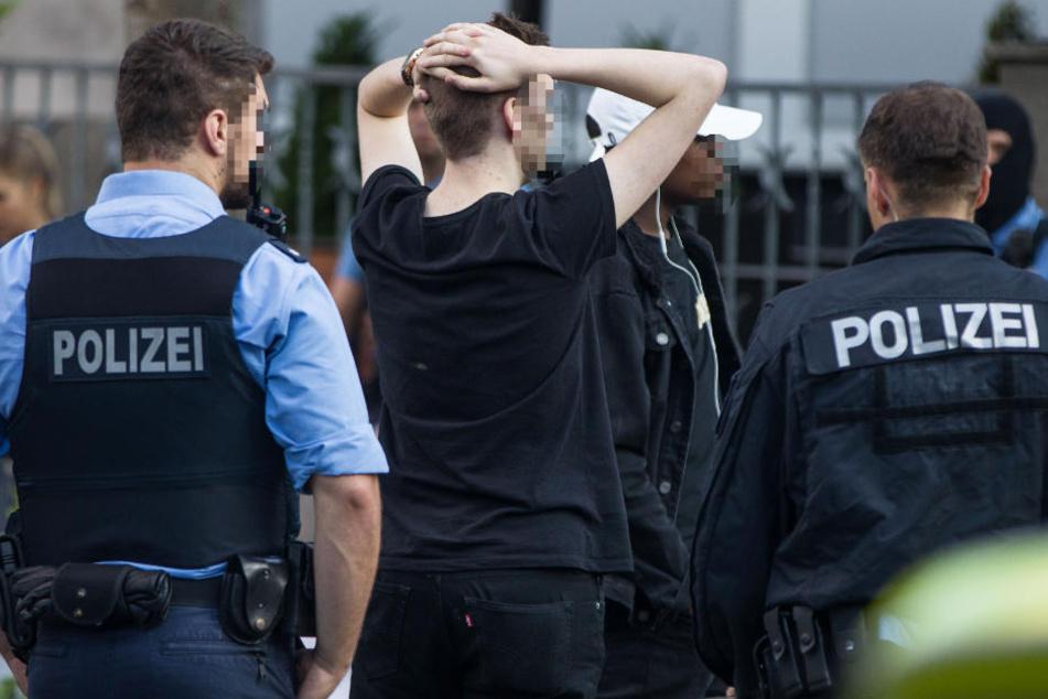 Insgesamt wurden 112 Personen vorläufig festgenommen.