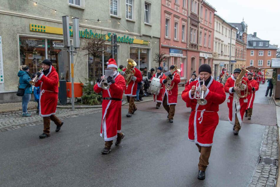 Bei der Parade waren auch Musiker dabei.