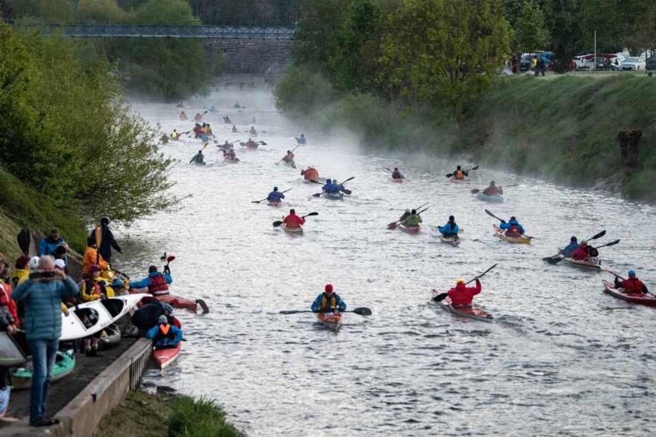 Riesiges Event: Rund 1000 Kanuten machen Weser unsicher