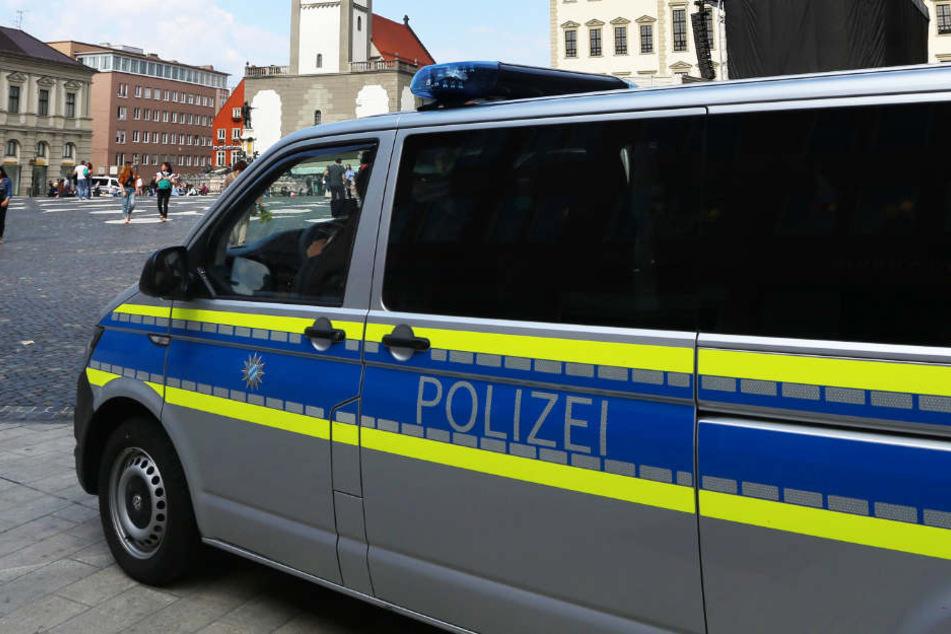 Der 41-Jährige montierte die Kennzeichen des Polizei-Busses gleich zweimal ab. (Symbolbild)