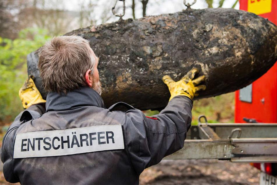 Am Mittwochvormittag wird in der Kleinstadt Forst eine Fliegerbombe entschärft. (Symbolbild)