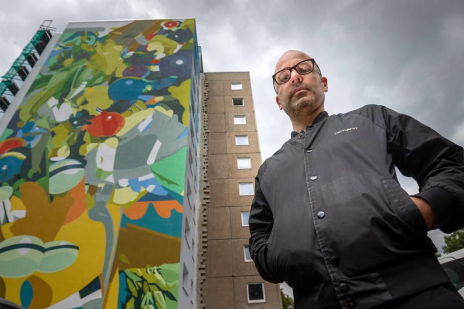 Seit 2011 lässt die GGG ihre Häuser von Künstlern wie Rafael Gerlach (40) gestalten. Sein Wandbild ziert seit Juli das Hochhaus am Brühl.