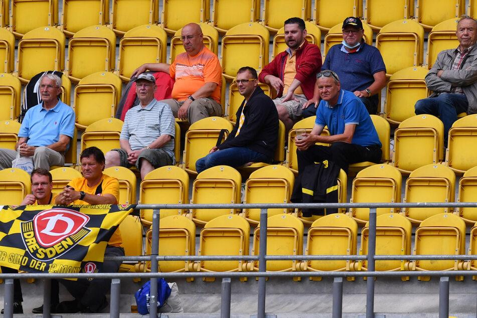 Zum Spiel gegen Jablonec kamen nur 300 Zuschauer ins Harbig-Stadion, obwohl 1000 erlaubt waren. Vielen waren die Zutrittsbedingungen wohl zu kompliziert...
