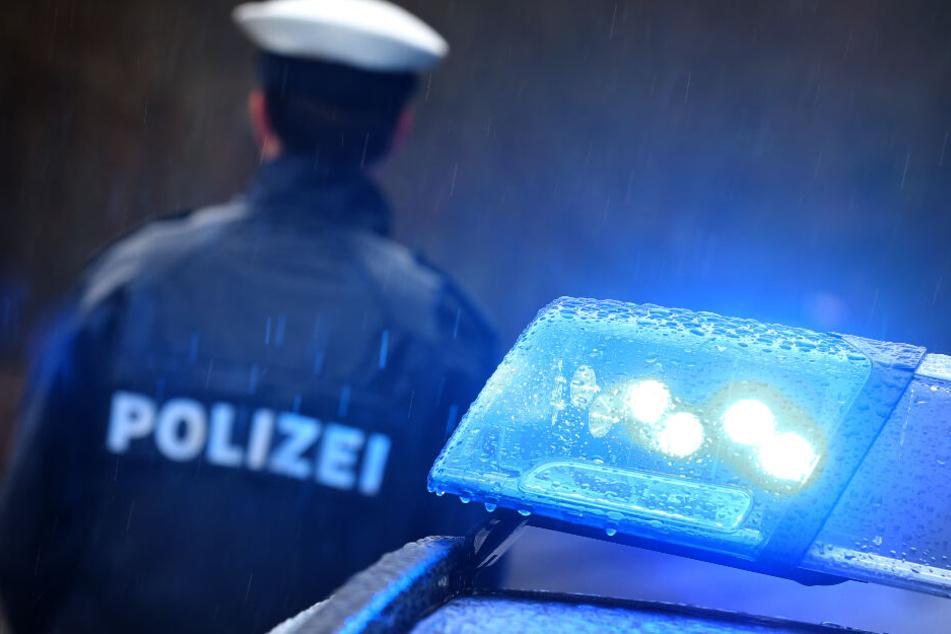 Die Polizei hat die Ermittlungen nach den beiden Flüchtigen aufgenommen. (Symbolbild)