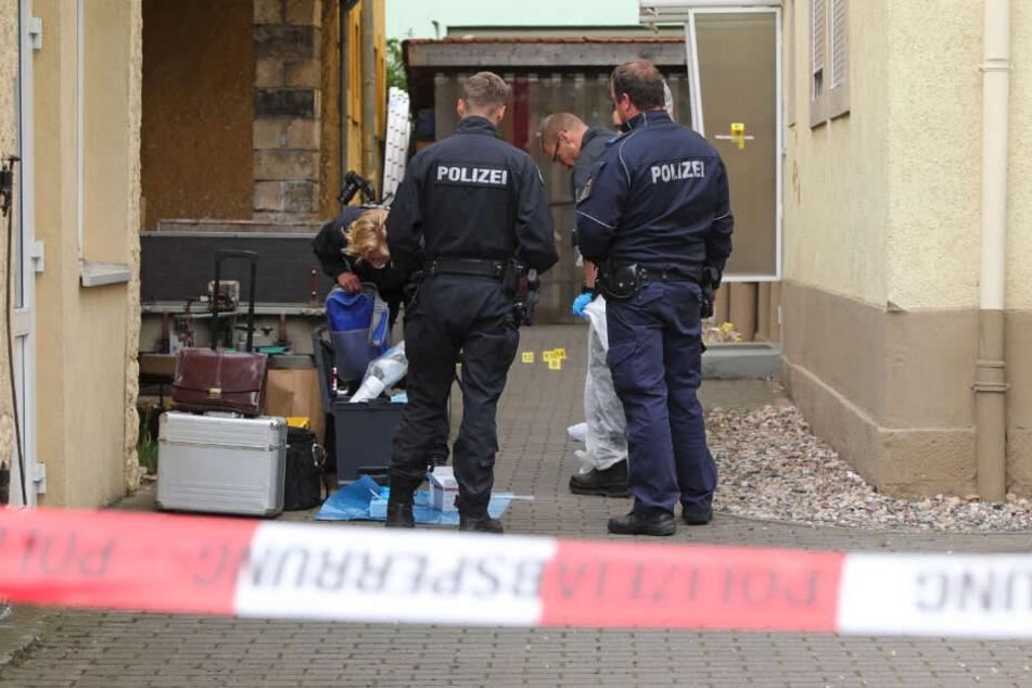Stundenlang sicherte die Polizei am Tatort Spuren.