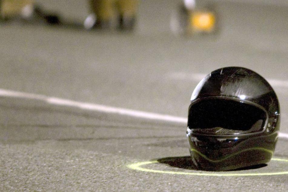 Der Motorradfahrer hatte keine Chance. Er starb noch am Unfallort. (Symbolbild)