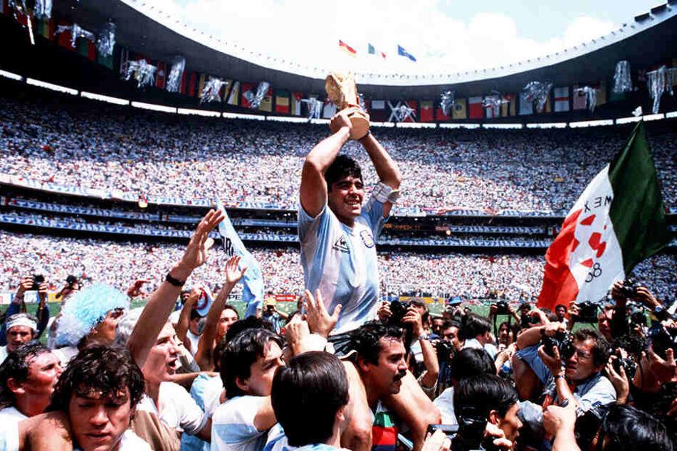 Sein größter Triumph: Diego Armando Maradona wurde 1986 Weltmeister mit Argentinien. Im Finale wurde die Bundesrepublik Deutschland mit 3:2 besiegt.