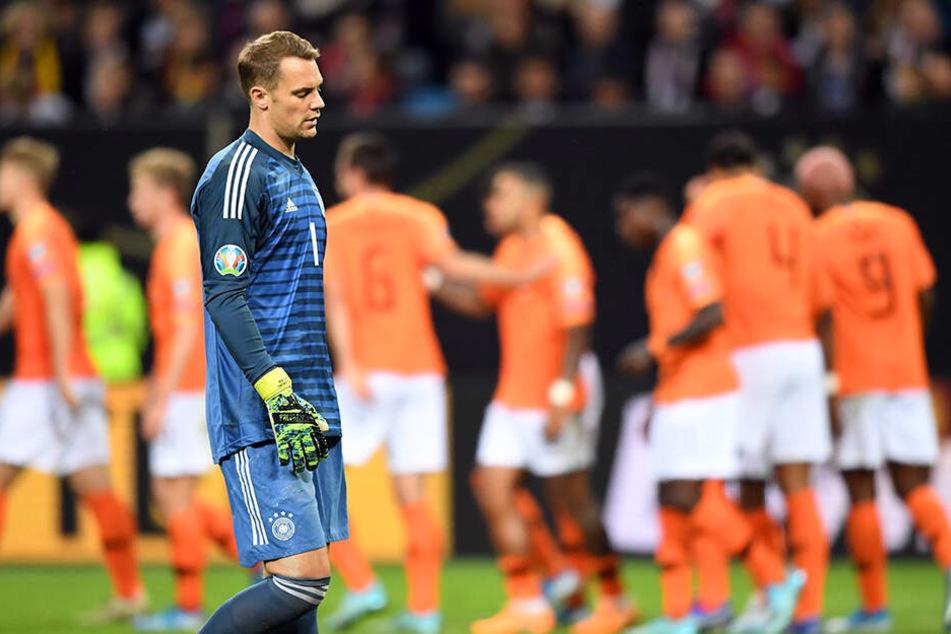 """Wurde gegen die """"Oranje"""" von seinen Vorderleuten und seiner jungen und relativ unerfahrenen Verteidigung im Stich gelassen und musste viermal hinter sich greifen: Manuel Neuer."""
