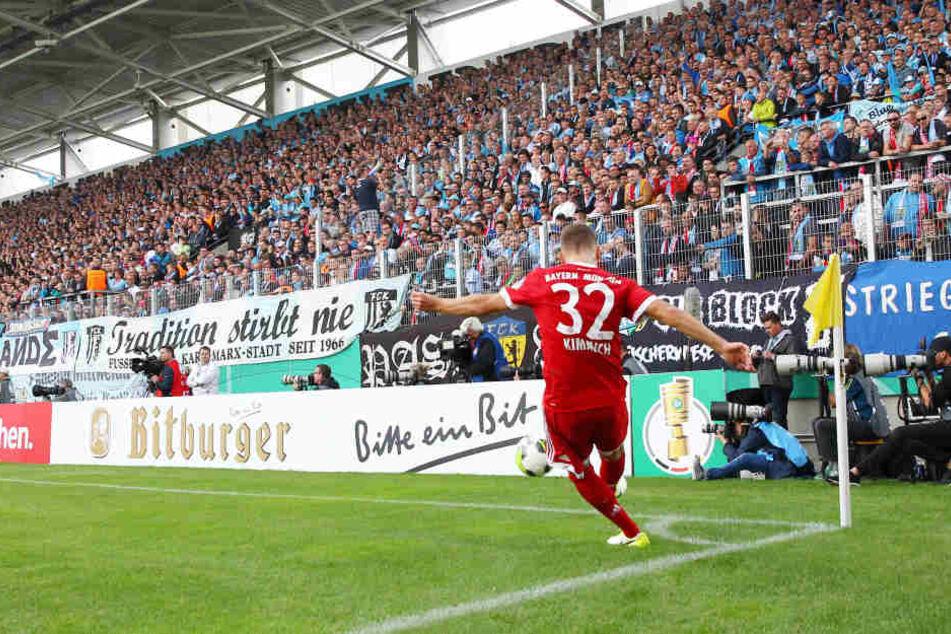 """Die Stadionkosten sind enorm, doch bis auf den letzten Platz gefüllt war die neue """"community4you""""-Arena erst ein Mal: Am 12. August im DFB-Pokal gegen Bayern München."""