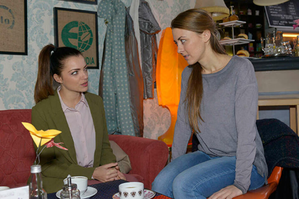 Wie wird sich Miriam mit Pauls Freundin Emily (Anne Menden) verstehen?