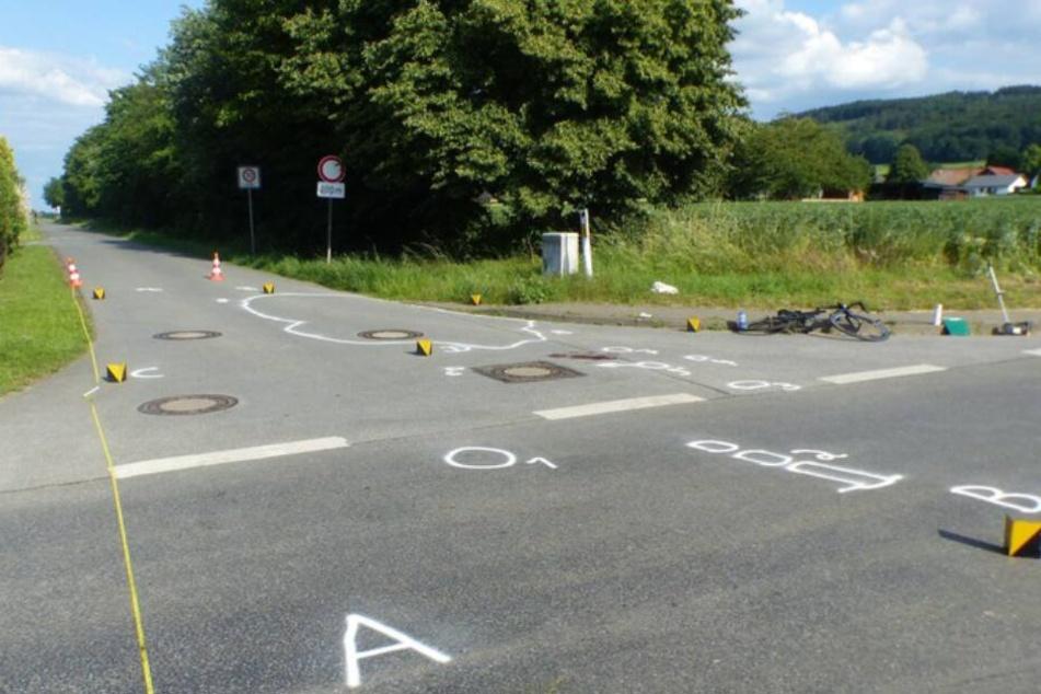 Auf der Kreuzung erfasste das Auto den Radler.