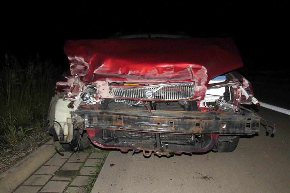 Totalschaden: Der Fuchs kostete dem 49-jährigen Fahrer seinen Volvo.