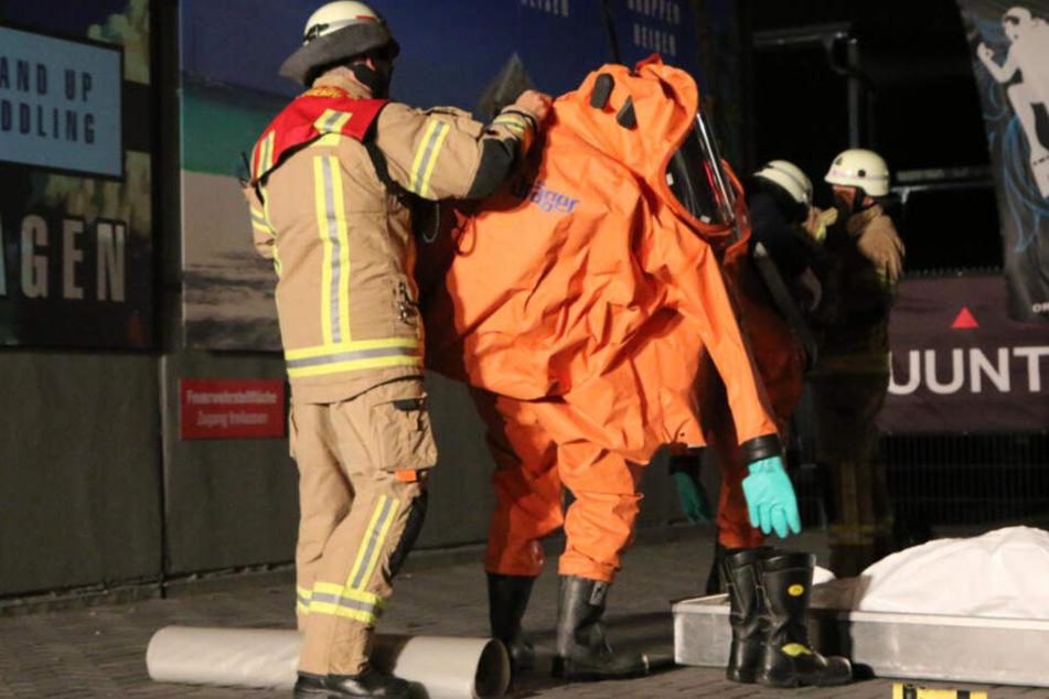 26 Feuerwehrleute waren über drei Stunden mit der Batterie-Bergung beschäftigt
