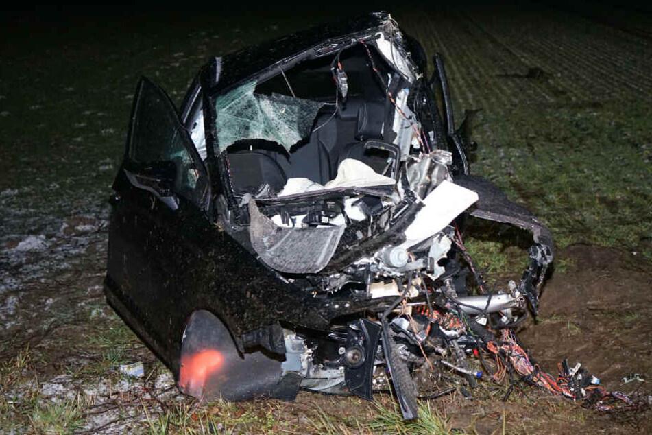 Die 16-jährige Beifahrerin konnte den Crash überleben.